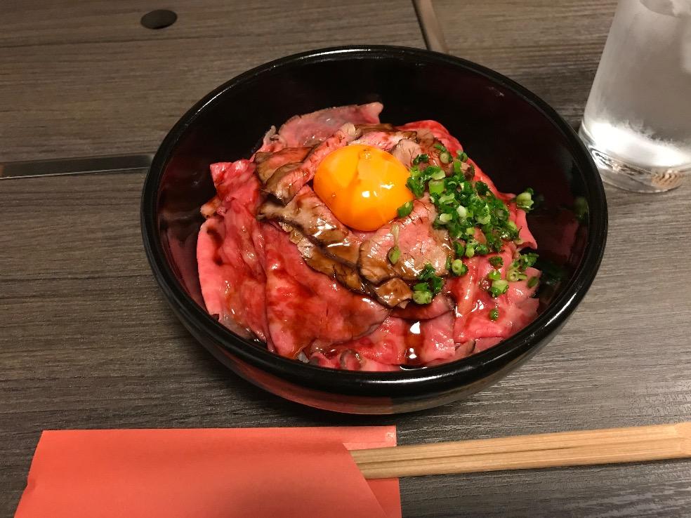 黒毛和牛のローストビーフ丼 〜やきにく神戸〜
